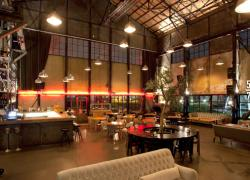 Elegant-Beautiful-And-Comfortable-Vintage-Interior-Design-Ideas-Rustic-Grungy-Vintage-Industrial-Cafe-Interior-Design-With-Amazing-Lighting-And-Comfortable-Furniture-Design.jpg